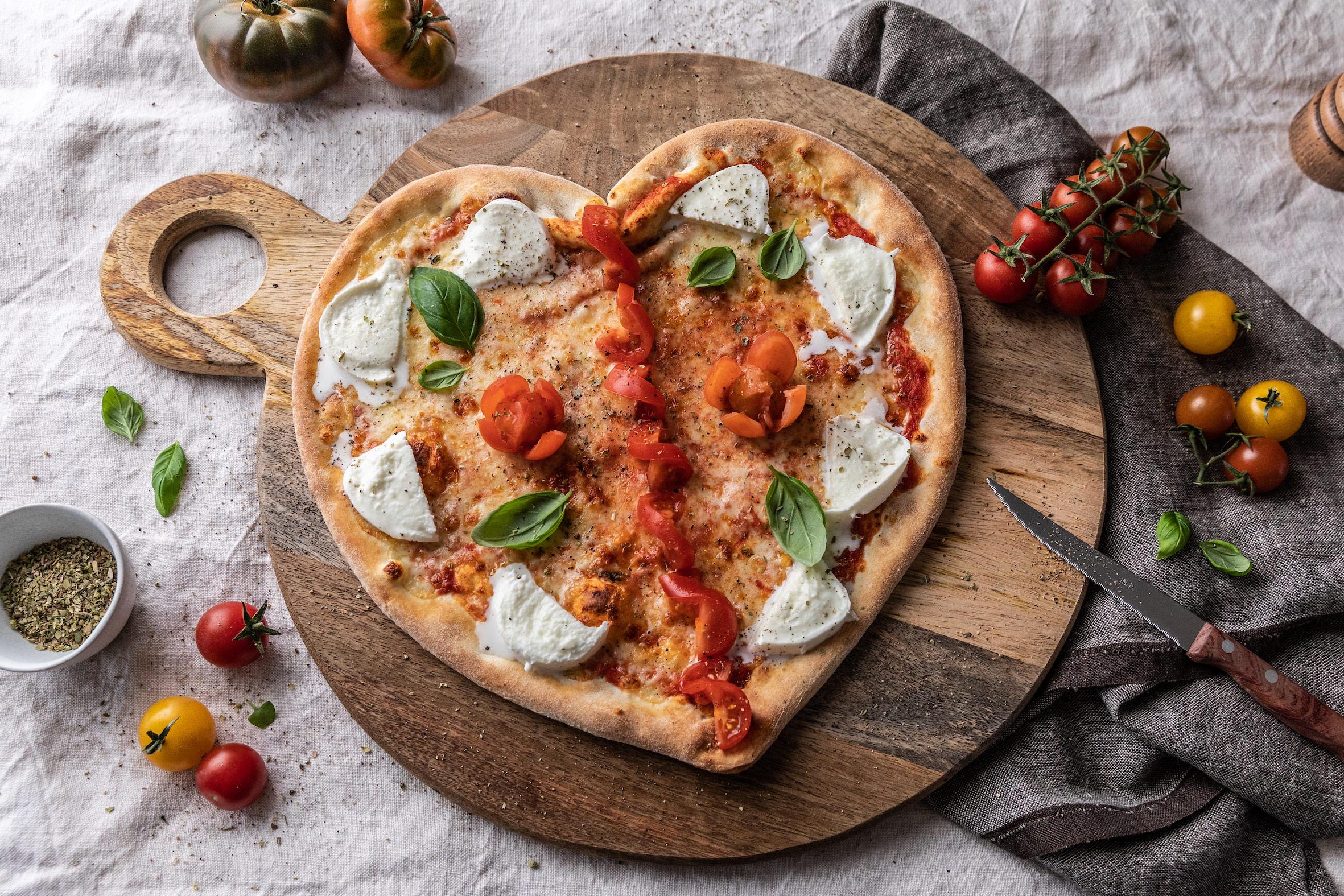 Das Perfekte Liebesdinner Mit Eat Ch Herzformige Pizza Zum