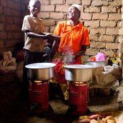 Saubere Kochtechnologie hilft Menschen und Umwelt in Afrika