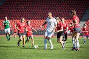 Video des absurdesten Fussballmatchs der Saison: 3 Super League-Profis gegen 70 Kinder