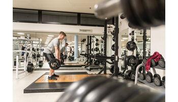 Migros Fitness macht sich stark für Zehnkämpfer Finley Gaio