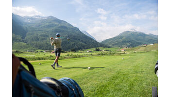 Mit einem Golfschlag eine Ferienwohnung in Andermatt gewinnen.