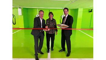 SAK rüstet das Hotel Crowne Plaza in Zürich mit vier Ladestationen aus