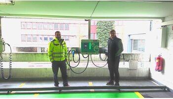 SAK installiert zwei Ladestationen im AMAG Parkhaus Neuhard