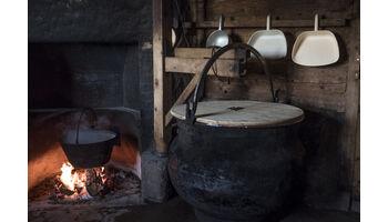 Idylle & harte Arbeit: Alpgeschichten.ch blickt hinter die Kulissen der Alpkäseproduktion
