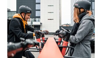 E-Trotti-Verleiher Voi will nachhaltigsten Roller und Trotti-Parkplätze nach Bern bringen