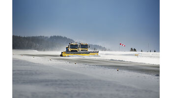 Selbstfahrende Schneeräumfahrzeuge sollen Verspätungen auf Flughäfen verringern